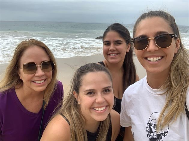 Lindsey with her sisters and Mom